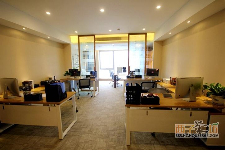 个小型公司的办公室,比较适合创业初期或者是微小型企业作为办公用途.