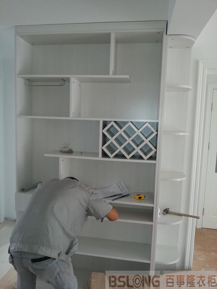 定制衣柜天鹅湖花园安装跟踪实拍之客厅酒柜-定制