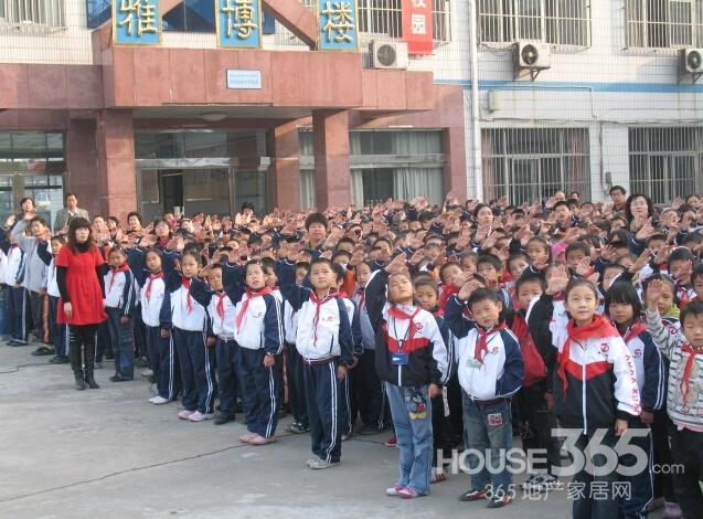 学校建立了西乐烈士陵园,春海园艺有限公司,沿江消防特勤中队等德育