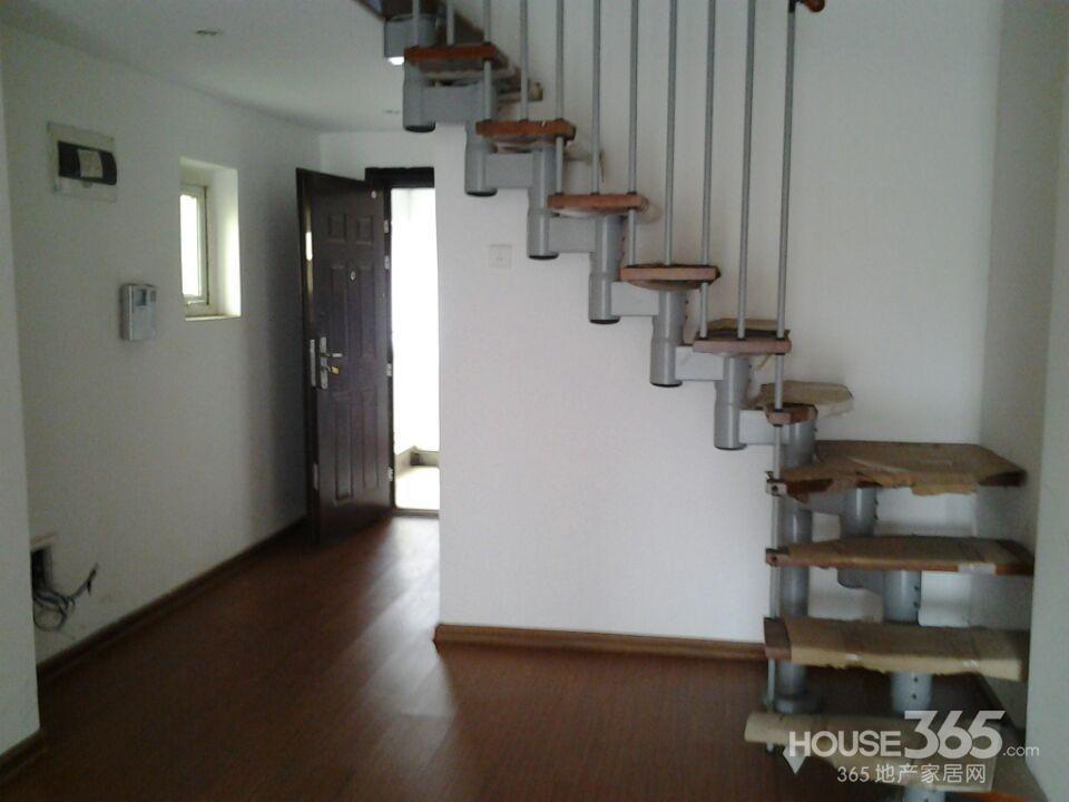 小户客厅楼梯设计