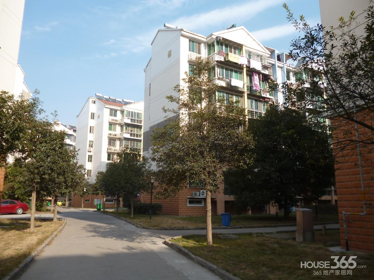 努力创造 龙海新加坡花园城 北苑 满5年拎包住送车库型学区房