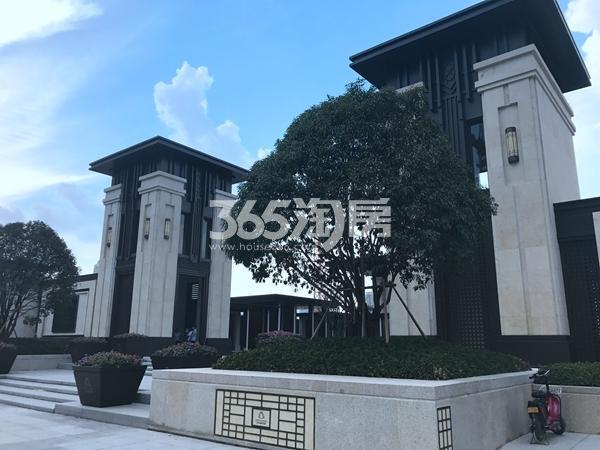 万科翡翠天御会所(售楼处)大门实景(8.11)