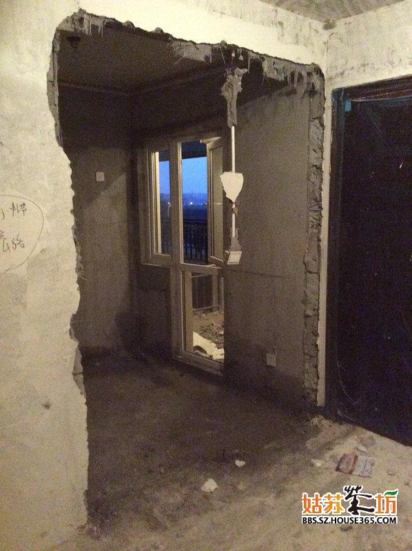 厨房敲门洞后